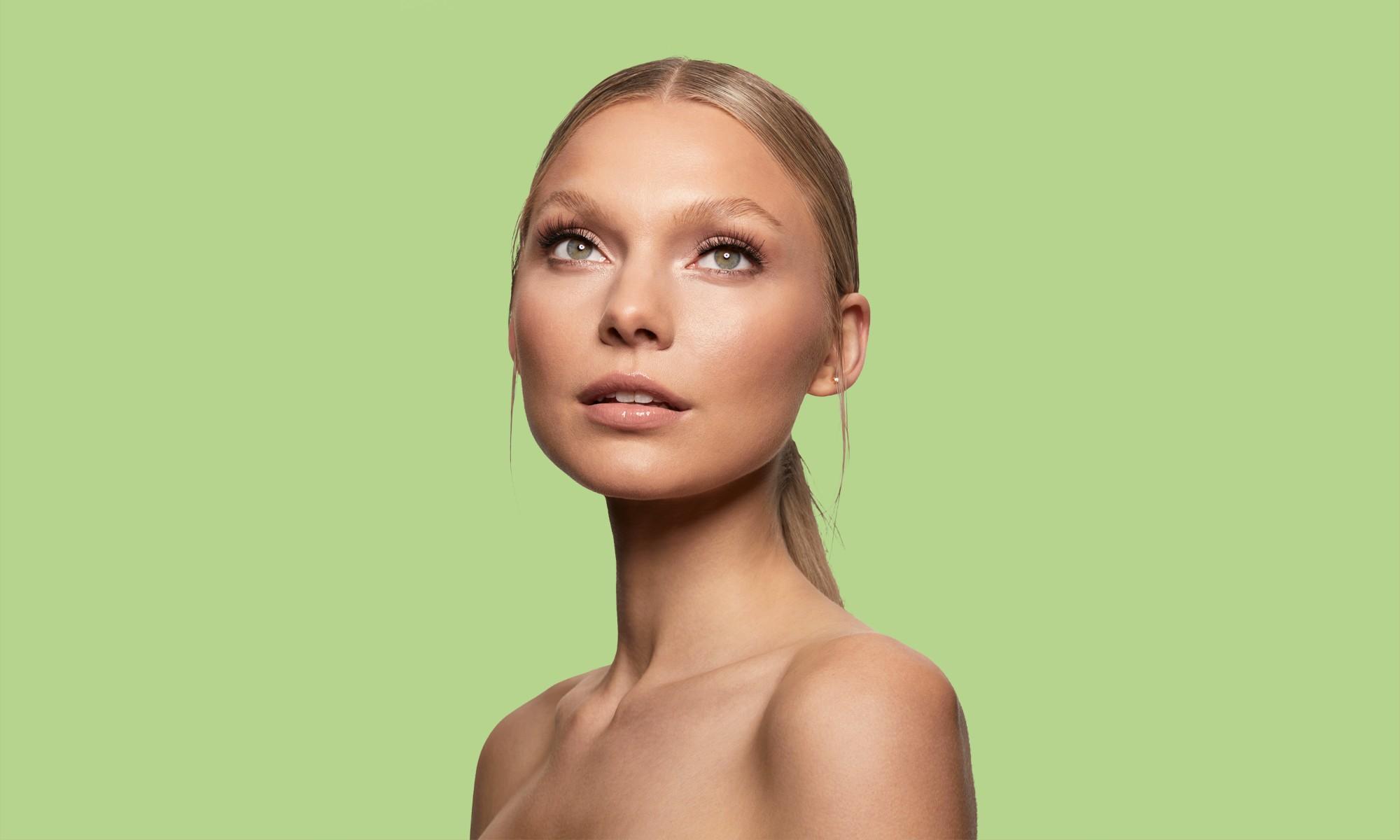 Multi layered medium rounded style lashes, tanzanite on blonde girl